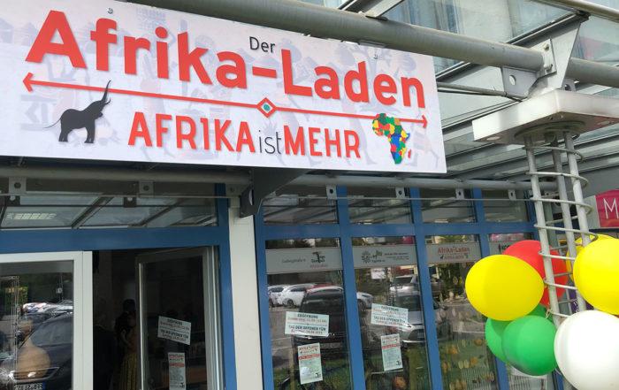 Das Eingangsschild des Afrika-Ladens in Fürstenfeldbruck