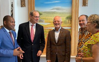 Wichtige Gäste: v.l. Dr. Etienne Baritse (ehem. Abgeordneter in Togo), Chrisoph Sander (ehem. Botschafter in Togo), Erich Raff (Oberbürgermeister von Fürstenfeldbruck), Andreas Kopp, Margret Kopp