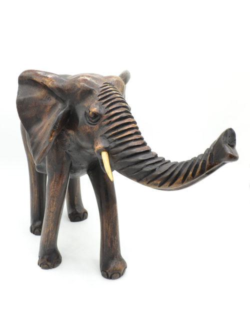 Großer handgeschnitzter Elefant