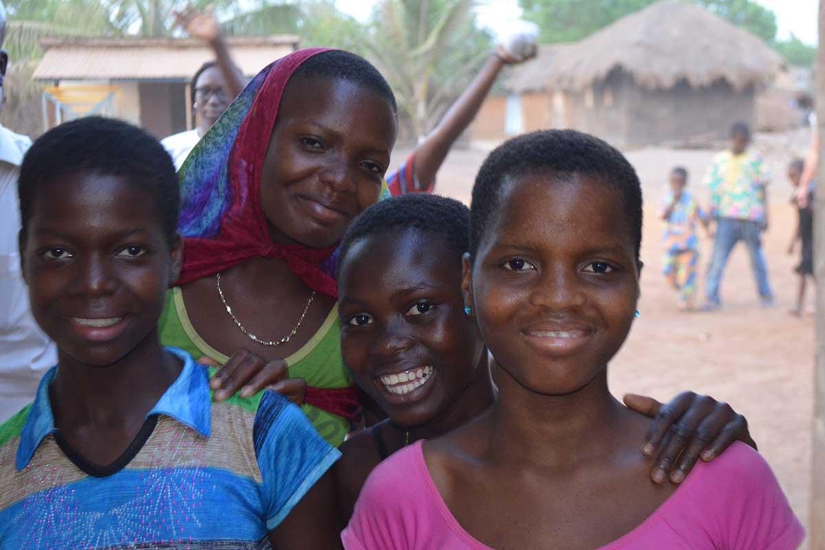 Lachende Frauen in Djegbakondji