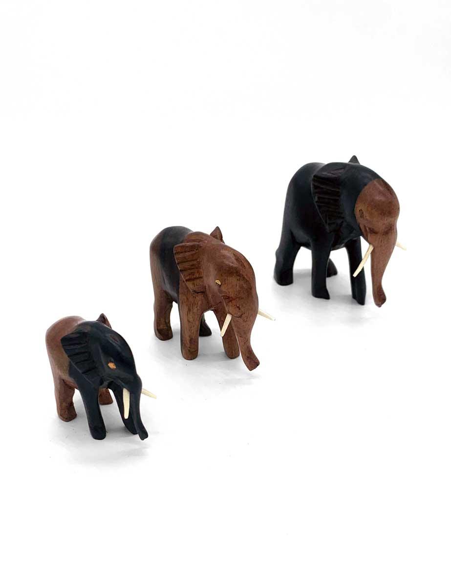 Elefanten aus Holz in drei verschiedenen Größen
