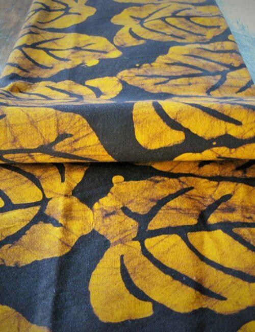 Batikstoff Blätter gelb-braun