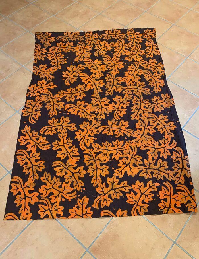 Batikstoff Blätter orange-braun